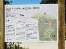 Départ du sentier botanique sur le parking du rond-point du quartier du Renard.